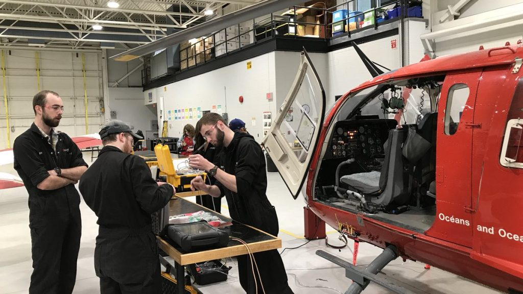 Canadore students are learning on a Coast Guard helicopter - Country 600